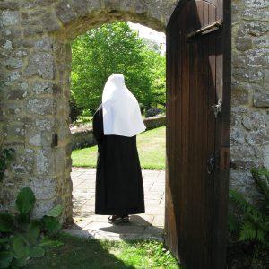 Malling novice through garden gate